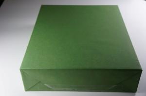 緑色の包み紙で包装されてます